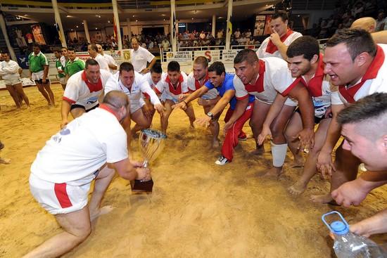TIjarafe Lavandería Mara celebra el título