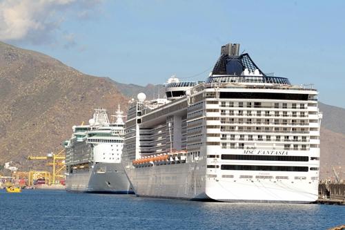 Imagen de archivo de dos cruceros atracados en el puerto capitalino. | DA