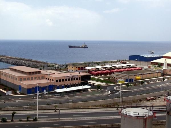Imagen de archivo de la desaladora de Santa Cruz de Tenerife.  DA