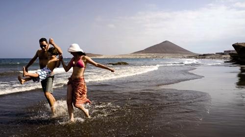 El 62% de los canarios, ilusionado con viajar, disfrutar del ocio o conseguir un trabajo