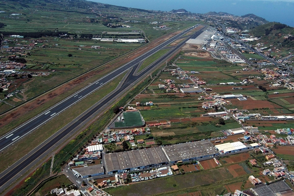 Caen un 11 % los pasajeros de bajo coste internacionales en Canarias