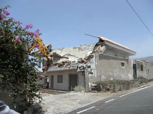 Derriban una casa de dos plantas ilegal en el sur de tenerife diario de avisos - Trabajo desde casa tenerife ...