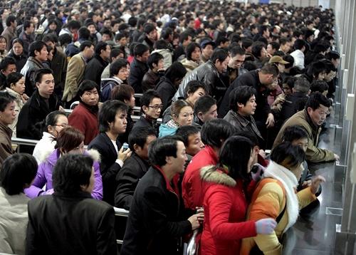El desequilibrio de géneros en China obliga a muchos de los 18 millones de solteros a viajar a otros países en busca de mujeres. | EFE