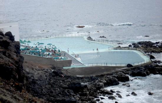 Vista de las dos piscinas del Club Náutico de Bajamar / DA