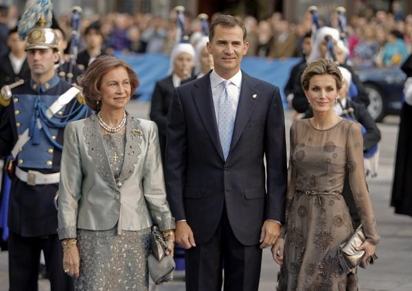 La Reina Sofía junto a los Príncipes de Asturias.   DA