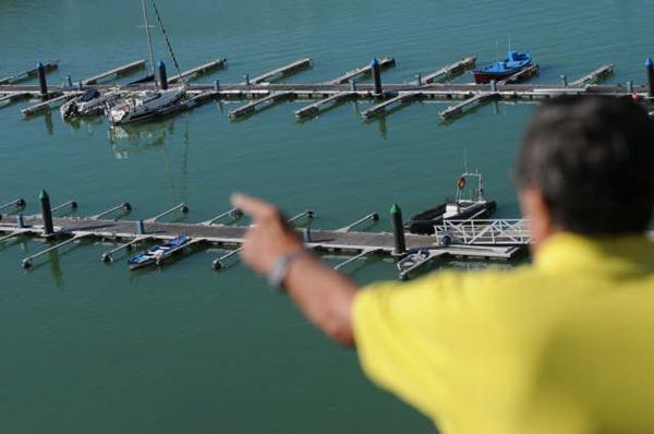 La marina desierta de La Restinga ha dejado paso a un mar totalmente verde.   F. P.
