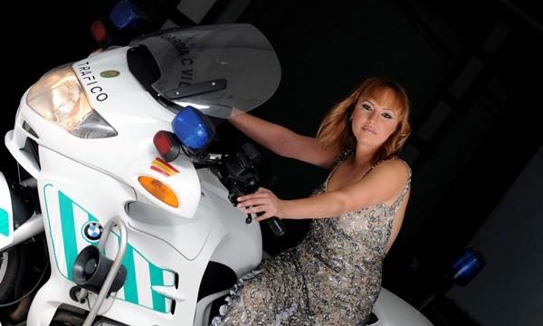 """Lorena Coello: """"Mi labor me permite ayudar a los demás y disfrutar de las motos"""""""