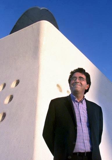 Santiago Calatrava ante el auditorio de Tenerife