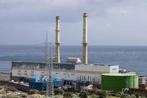 La central de Las Caletillas y la llegada de una subestación ha avivado de nuevo las voces contrarias. / DA