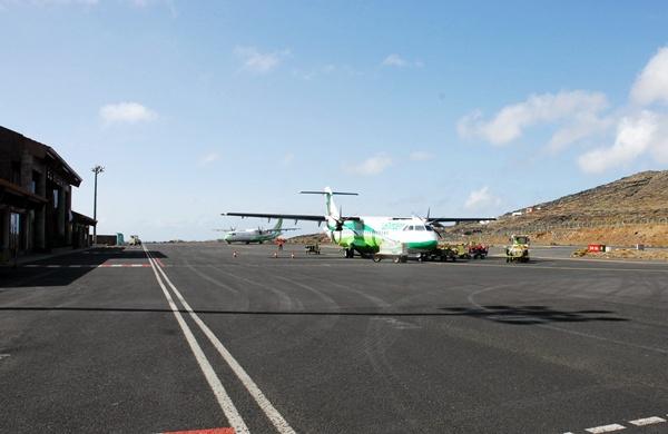 Binter en el aeropuerto de El Hierro