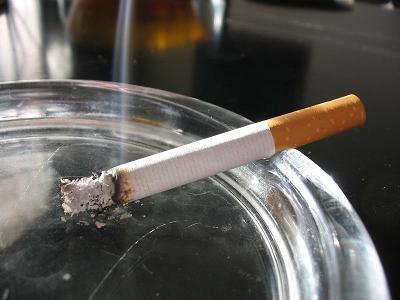 Hawai se convierte en el primer estado estadounidense en elevar a 21 años la edad para poder fumar