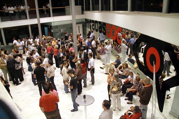 Gala inaugural de MiradasDoc (pulico en el hall del Auditorio de Guia de Isora).jpg