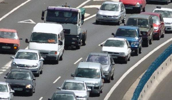 Los conductores ha decidido limitar los desplazamientos en coche. | DA