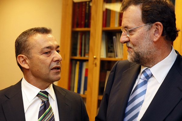 Imagen de archivo del presidente canario, Paulino Rivero, con el jefe del Ejecutivo estatal, Mariano Rajoy. | DA