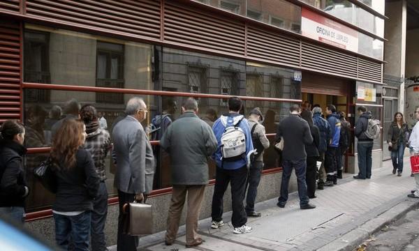 El paro cae en Canarias en 23.100 personas en 2014