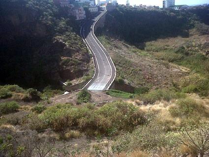 Carretera sin finalizar que llegaría al Cementerio de Tejina.   DA