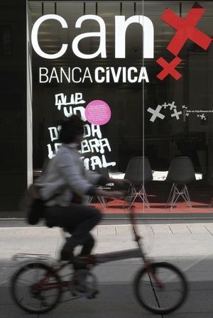 Caixabank y banca c vica ser n la primera firma del for A banca oficinas