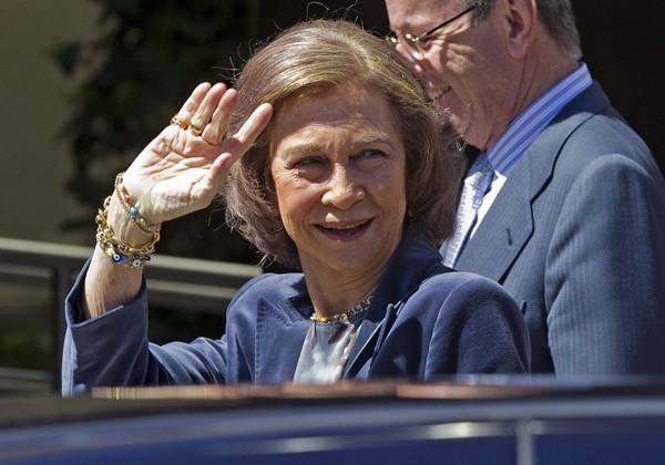 La reina Sofía a su llegada esta mañana al Hospital USP San José de Madrid para visitar al rey Juan Carlos.   EFE
