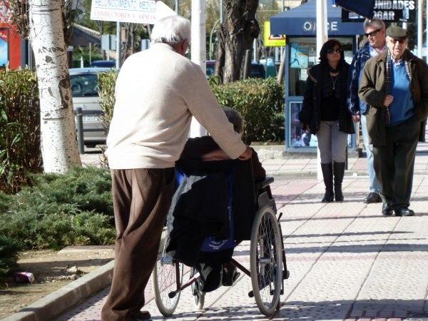 Imagen de archivo de unos ancianos en viaje del Imserso. / DA