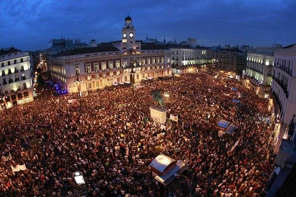 Integrantes del Movimiento 15M en la Puerta del Sol de Madrid en el primer aniversario del movimiento reivindicativo. | EFE