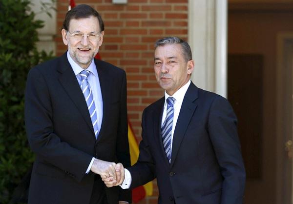 Foto de archivo del jefe del Ejecutivo, Mariano Rajoy, recibe al presidente de Canarias, Paulino Rivero, a la entrada del Palacio de la Moncloa. | DA