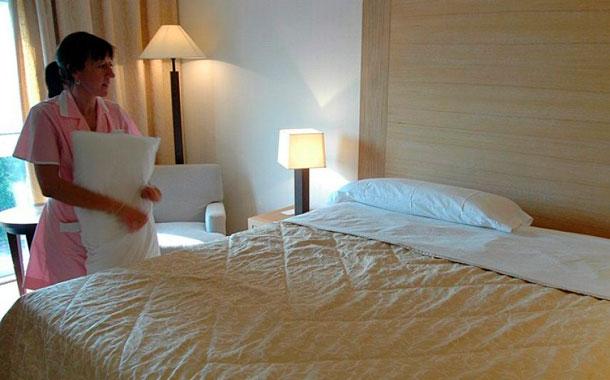 Un canario tiene cuatro veces m s carga de trabajo en la hosteler a diario de avisos - Que cobra una camarera de pisos ...
