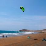 El Médano es un paraíso para los practicantes de windsurf y kitesurf y para los bañistas. / DA
