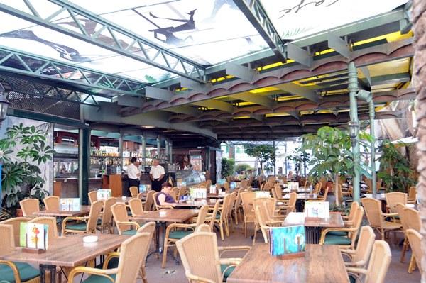 El bar cafetería Dinámico, ubicado en la plaza del Charco.