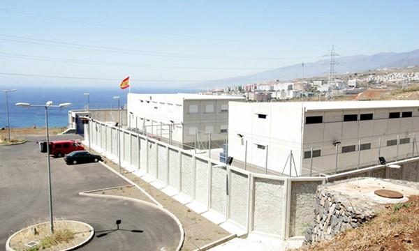 Una plaga de chinches obliga a cerrar temporalmente el Centro para extranjeros de Hoya Fría