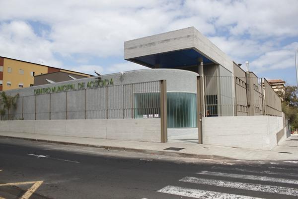 Detenido un hombre por intentar apuñalar con un punzón a un vigilante de seguridad en los exteriores del Albergue Municipal de SC Tenerife