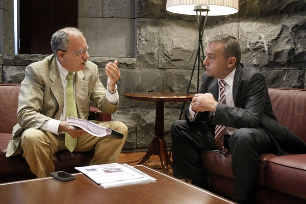 Reunión entre Casimiro Curbelo y Paulino Rivero por los incendios en La Gomera