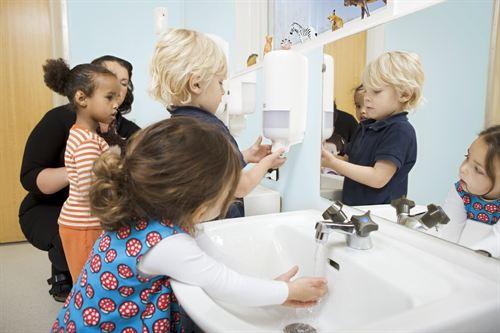 Juegos De Ir Al Baño En El Colegio:Cinco de cada diez niños canarios no se lavan nunca las manos en la