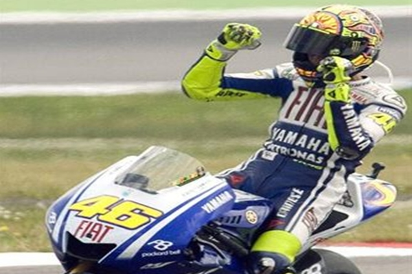 Rossi celebra una victoria