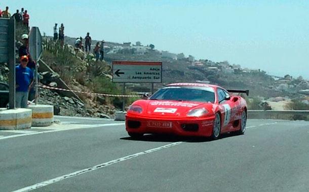 ARMIDE MARTÍN en su Ferrari 360 Módena