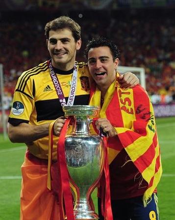 Iker Casillas y Xavi Hernandez