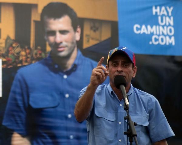 HENRIQUE CAPRILES HACE CAMPAÑA EN PUERTO CABELLO