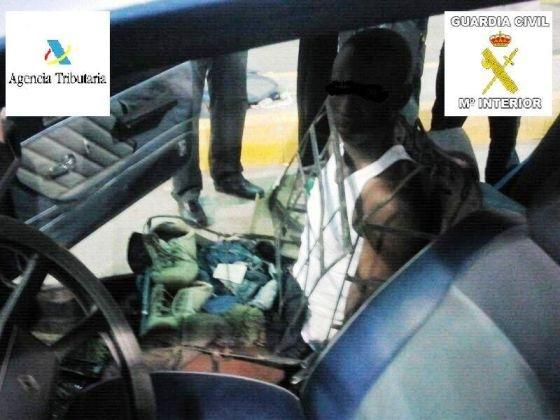 inmigrante asiento coche