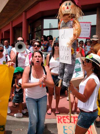 PROTESTA PROFESORES Y ALUMNOS EVITAR CIERRE CEIP LOS CANARIOS, EN FUENCALIENTE