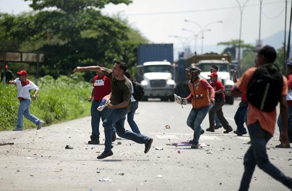 VENEZUELA ENFRENTAMIENTO ENTRE CHAVISTAS Y OPOSITORES EN PUERTO CABELLO