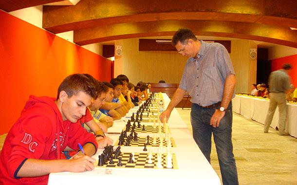Illescas en la simultánea de ajedrez en La Palma