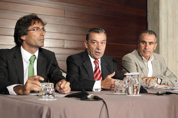 PAULINO RIVERO PEDRO SAN GINÉS Y MARIO CABRERA PROSPECCIONES PETROLÍFERAS EN AGUAS CANARIAS