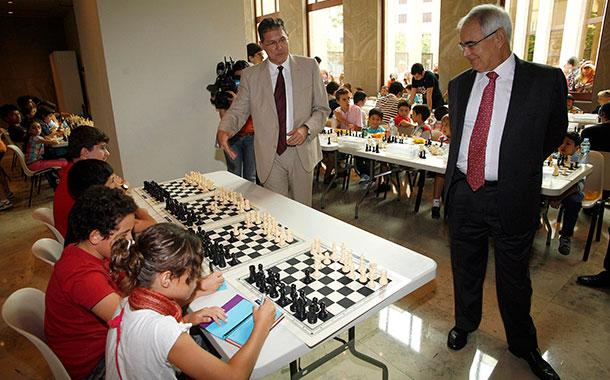 Miguel Illescas ajedrez niños Cajacanarias