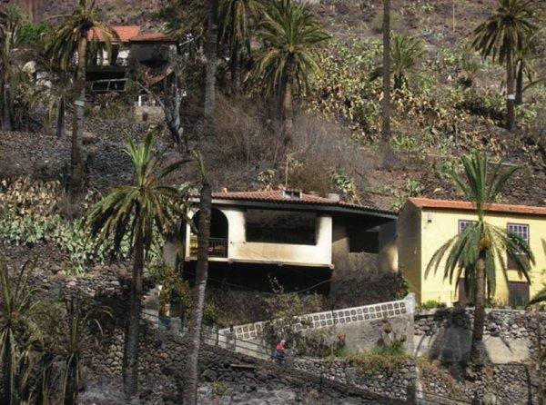 casa calcinada incendio en valle gran rey