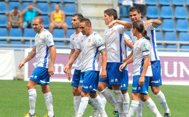 Jugadores del CD Tenerife, celebrando un triunfo 2012