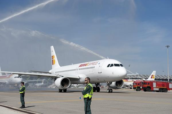 Los vuelos de la compañía de bajo coste de Iberia se inauguraron en el aeropuerto de La Palma