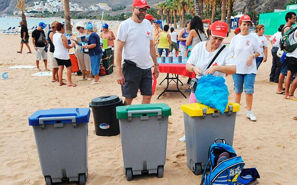 Limpieza playa de Las Teresitas