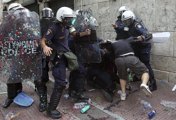 PROTESTAS DURANTE LA VISITA DE MERKEL A ATENAS