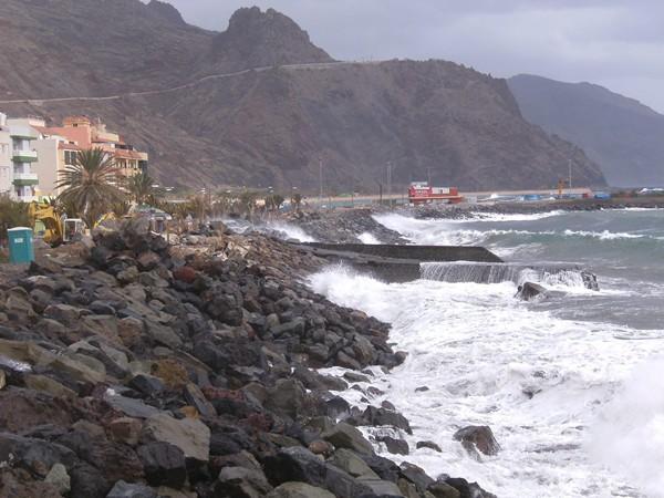 El Ayuntamiento exige la declaración de urgencia para la obra ante la posibilidad de nuevos temporales que inunden la avenida marítima