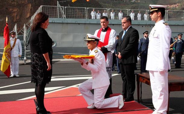 Buque 'Rayo' entrega de bandera de combate