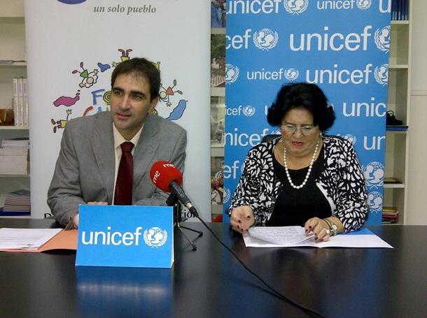 Unicef en Canarias Nereida Castro y director general de Protección del Menor y la Familia del Gobierno de Canarias José Gilberto Moreno